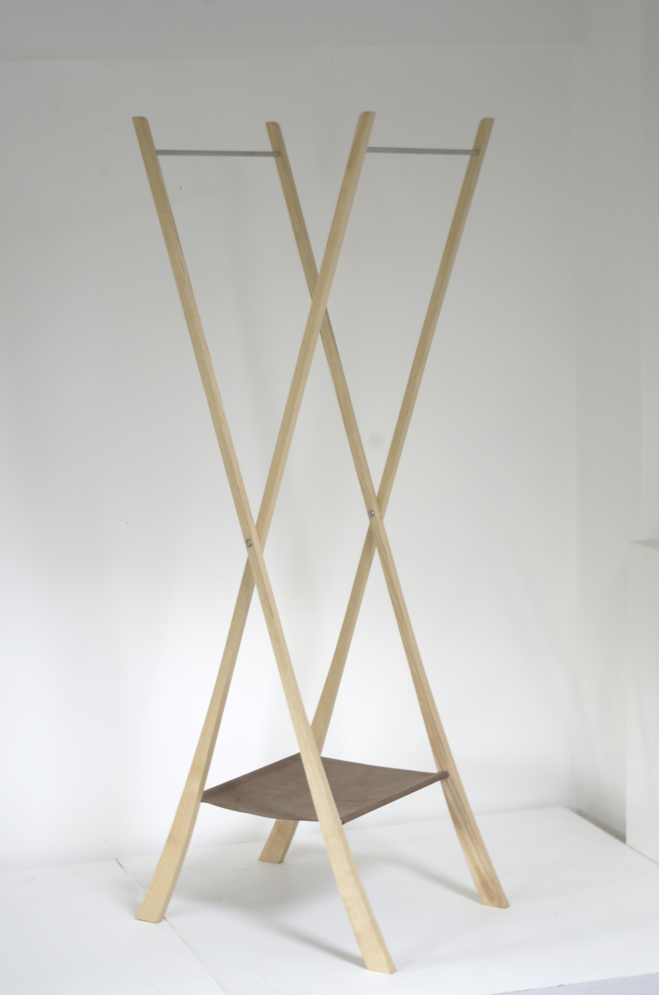 Coat stand in ash, leather and stainless steel